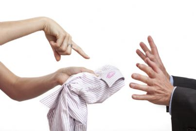 L'ex coniuge che non restituisce i beni al marito compie il reato di appropriazione indebita
