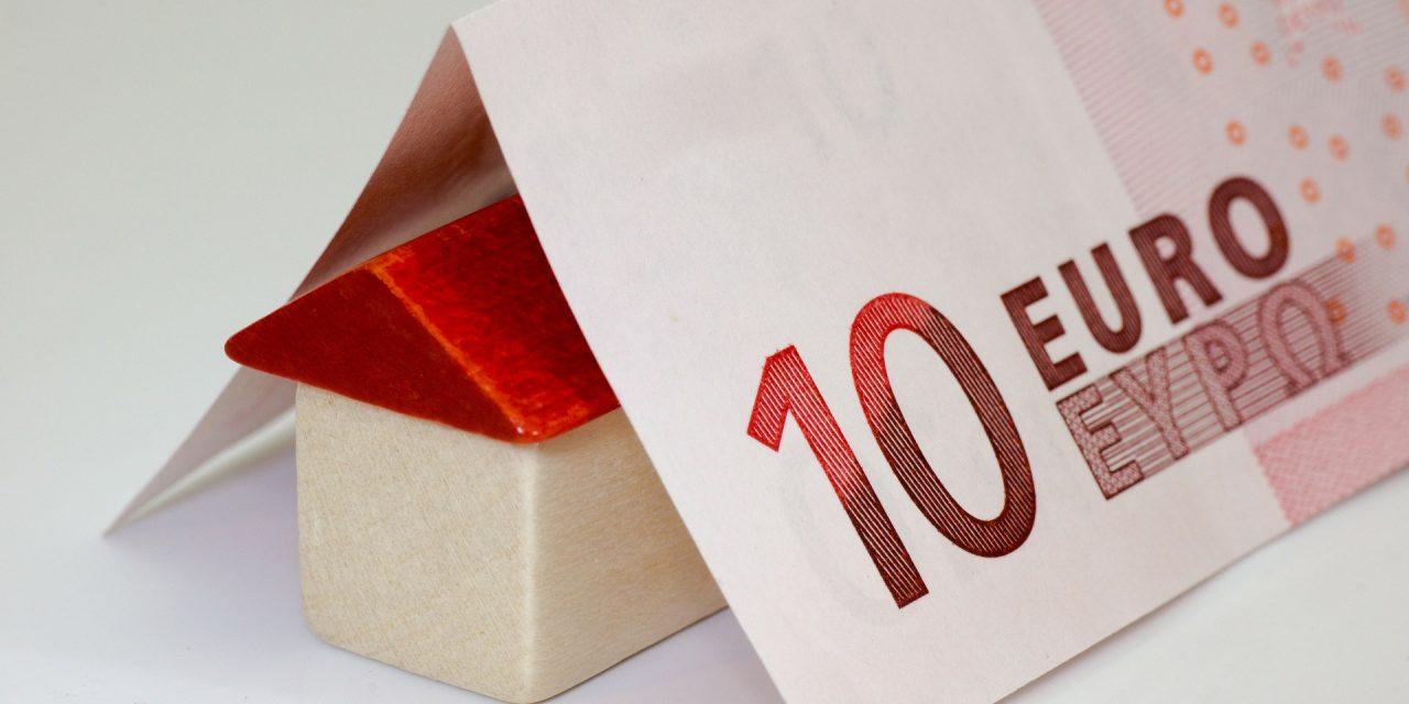 La clausola del contratto di locazione che pone a carico del conduttore i tributi è valida